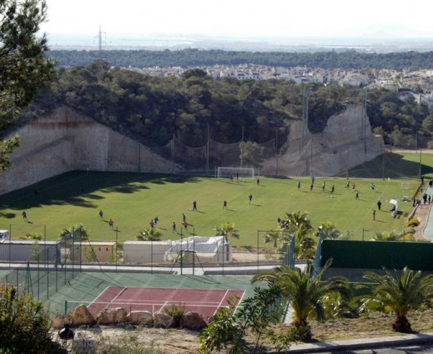 Imagen del barranco donde se encuentra el campo de futbol de Campoamor.