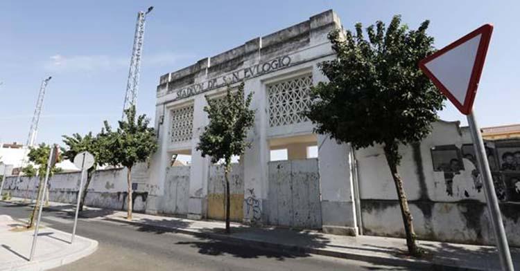 Imagen del estado de abandono de la entrada principal de San Eulogio.