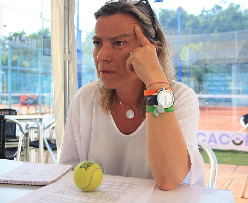 Isabel Albás pensando en una situación de nuestro deporte