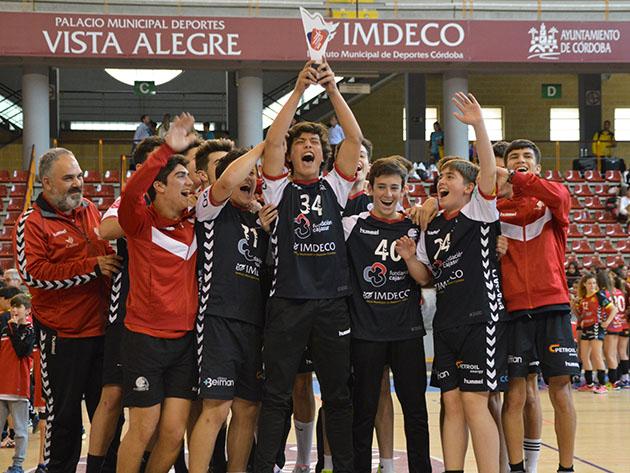 Los cadetes del Córdoba de Balonmano, uno de los equipo ganadores en la XI Handball Cup