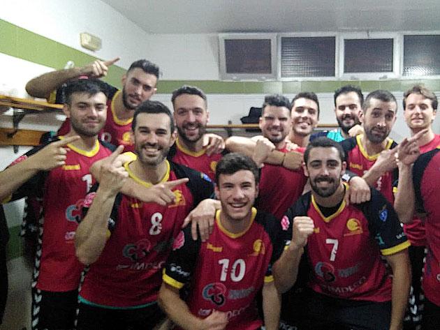 Los jugadores del Cajasur celebrando su éxito en Melilla