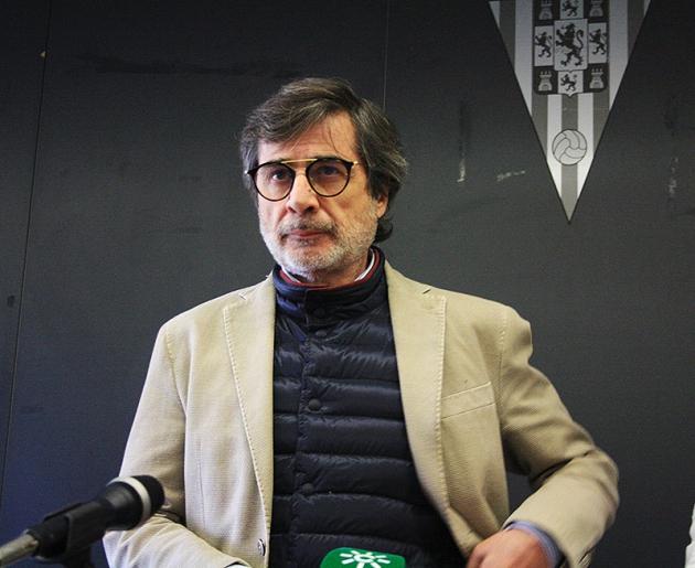 Carlos González a principios de enero de 2018 negando la venta del club a Jesús León que días después de confirmó.