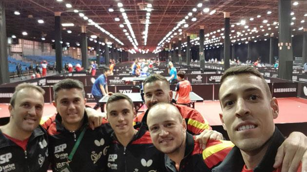 Carlos Machado con sus compañeros de selección