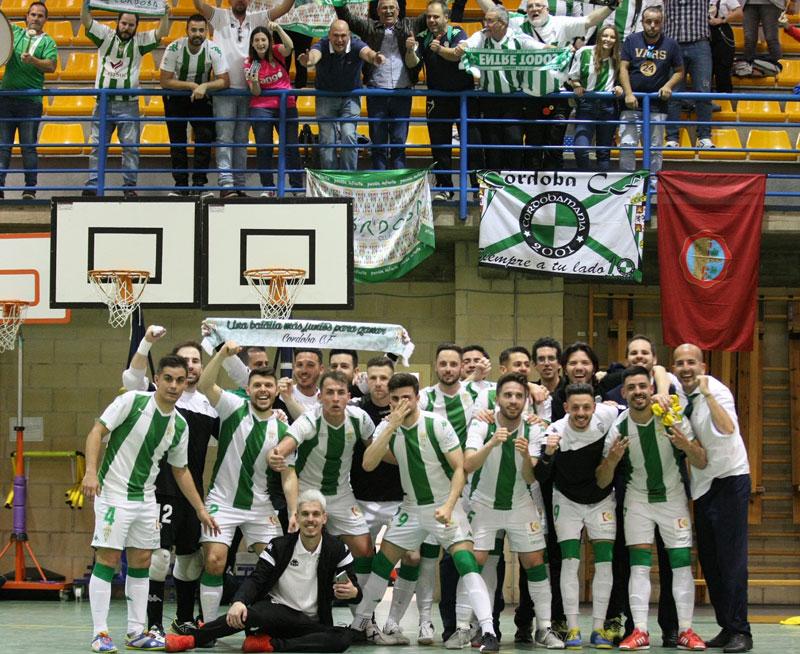 La celebración en Manzanares del equipo con sus aficionados
