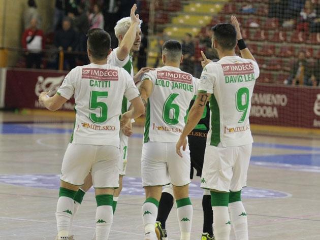 Varios integrantes del Córdoba Futsal celebrando el gol de Lolo Jarque ante el Burela