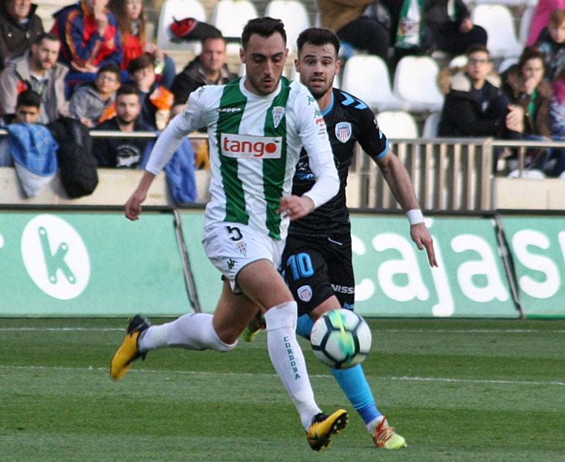 Sergio Aguza en un momento del partido ante el Lugo de la campaña pasada