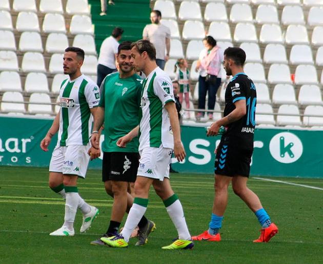 Fernández abandonando el campo tras caer ante el Lugo