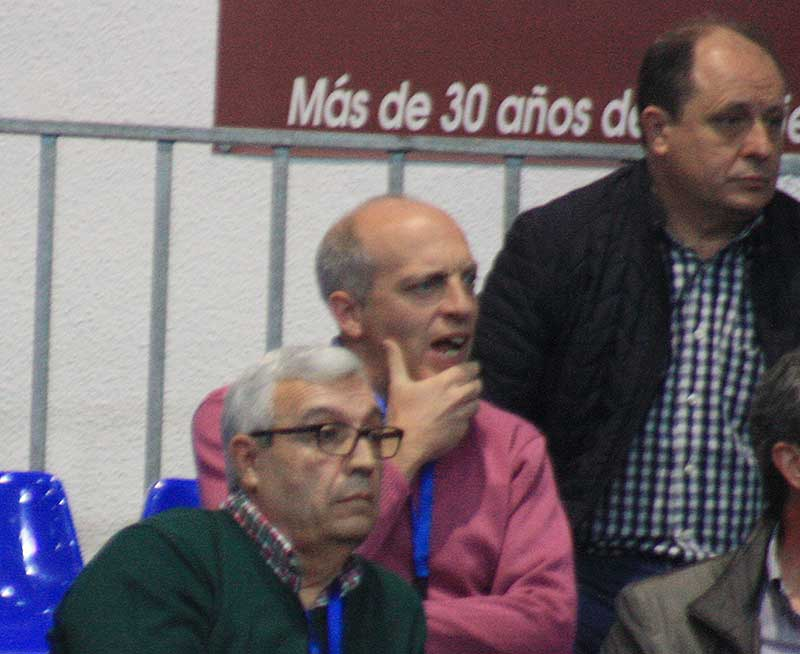 Mariano Jiménez siguiendo el juego de su equipo