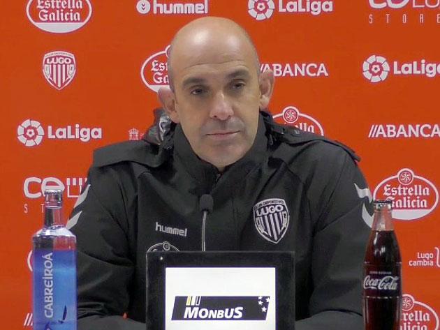 Alberto Monteagudo con rostro serio.