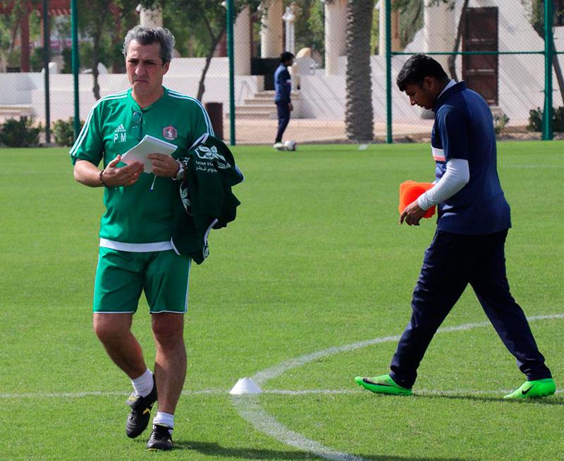 Pepe Murcia antes de ponerse en faena en un entrenamiento en Qatar
