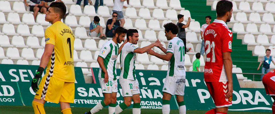 Alfaro celebrando su gol con Andrés Martín y Quim Araujo