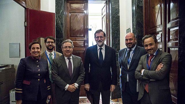 Zoido, junto a Rajoy, y de izquierda a derecha Fernando Matres, Francisco L. Pérez Guerrero y Santiago Martínez Vares