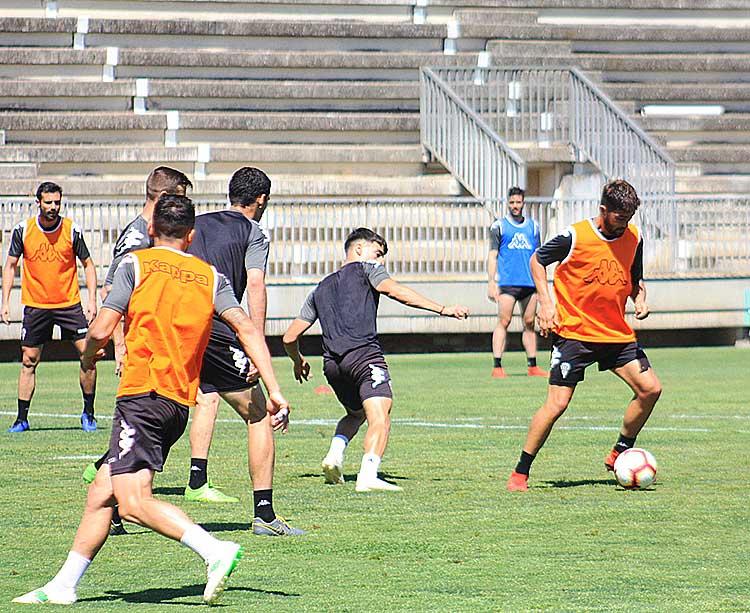 El plantel blanquiverde entrenando en la Ciudad Deportiva