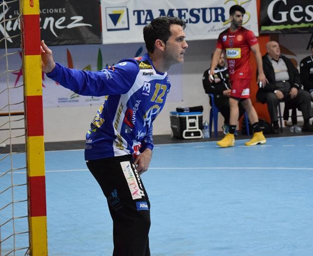 Álvaro de Hita siguiendo el juego ante el Bada Huesca el pasado sábado. Autor: Estefanía Hernández