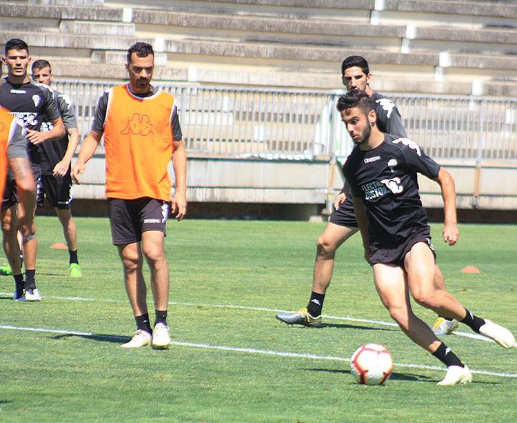 Andrés Martín avanza con el balón antes de encañonar