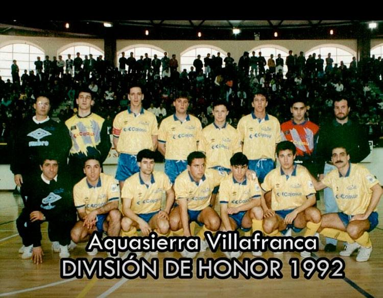 La plantilla de la temporada 1992-93 del Aquasierra Villafranca con Nando Ariza entre ellos