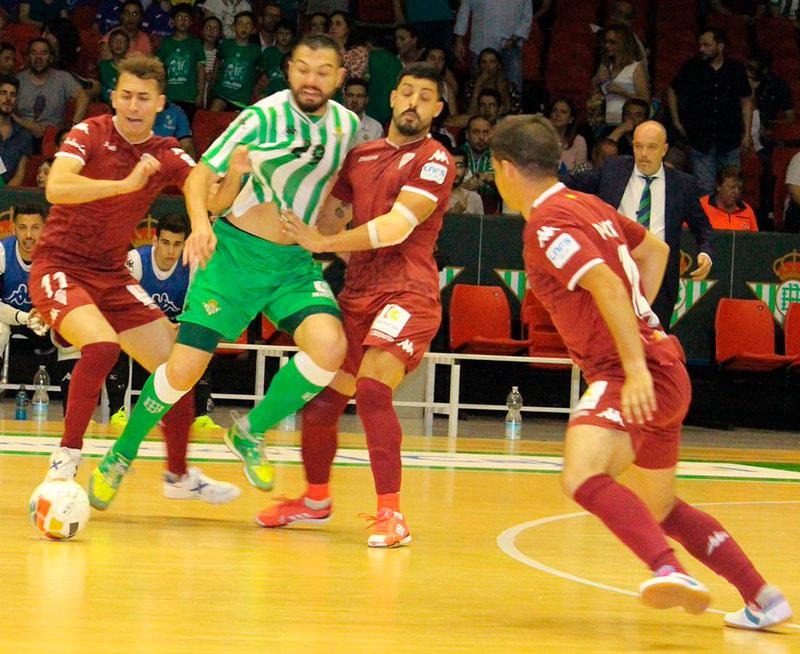 Tres jugadores del Córdoba CF Fútsal cierran a un bélico