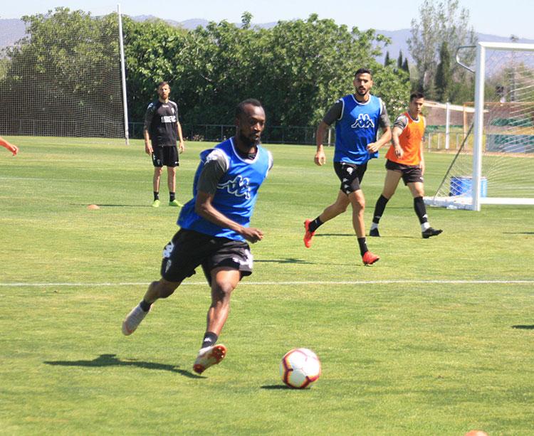 Blati avanzando con el balón en uno de sus últimos entrenamientos en la Ciudad Deportiva la pasada semana
