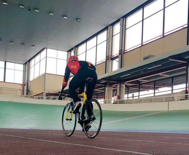 Alfonso Cabelo entrenando sobre la pista del Galapagar en la previa del Nacional