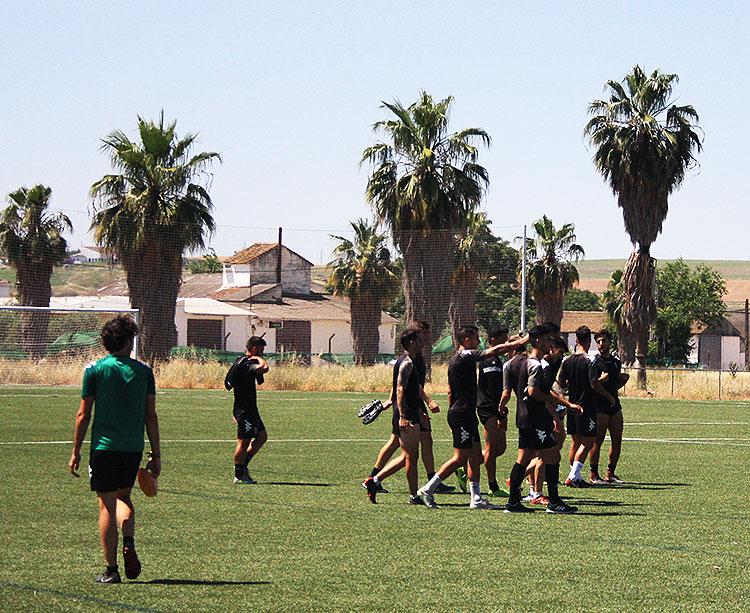 Varios canteranos a la conclusión de un entrenamiento en la Ciudad Deportiva