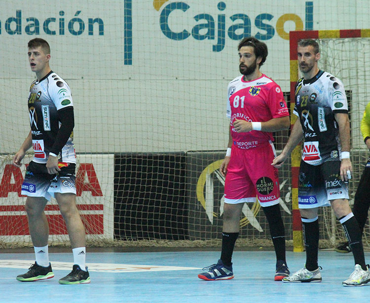 El cambio generacional, el que supone la aparición de Pablo Martín y la macha de Chispi, que quedó representado en el último partido ante el Cangas