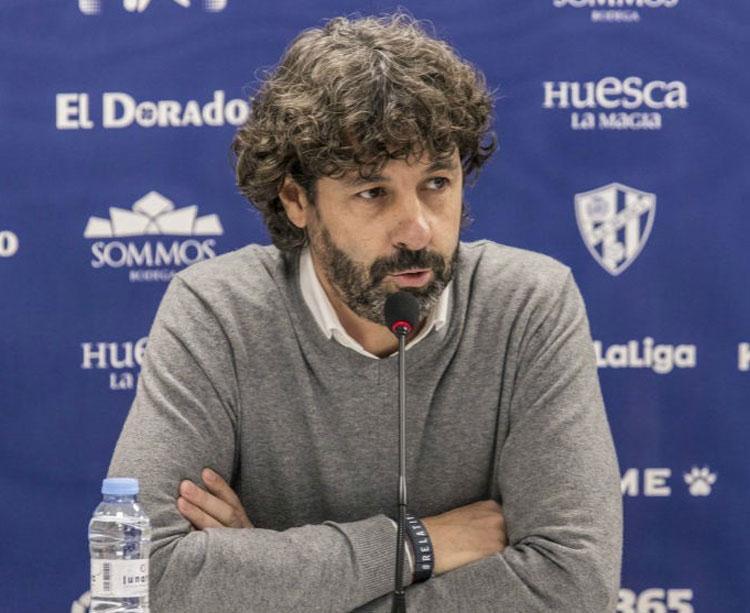 Emilio Vega en su etapa como director deportivo del Huesca