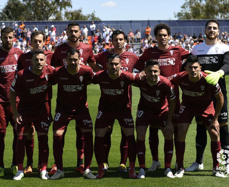 Miguel Flaño, en la fila de arriba, completó un buen partido, como sus compañeros, en Majadahonda.