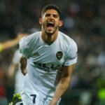 Guedes celebrando un gol para el Valencia