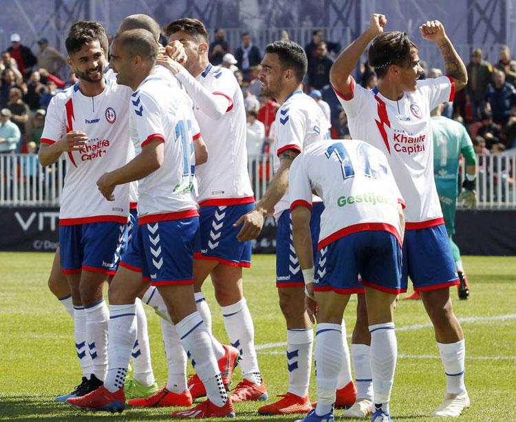 Los jugadores del Rayo Majadahonda celebrando un tanto