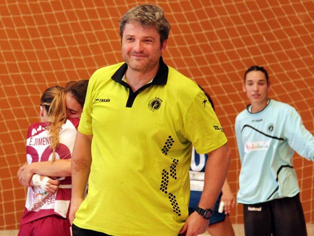 Feliz. Paco Bustos sabe que lee llega la hora de debutar en la Asobal com entrenador