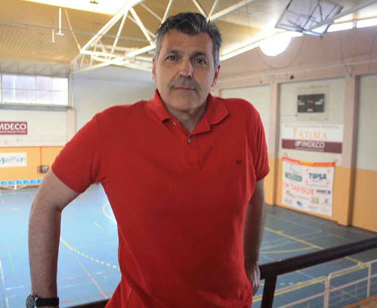 Paco Saavedra en la sala de barrio de Fátima