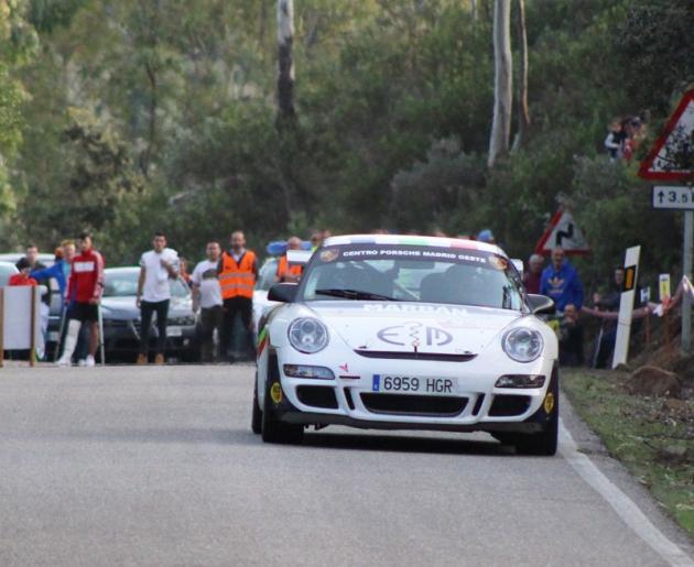 Un prototipo en plena especial del Rally Sierra Morena.