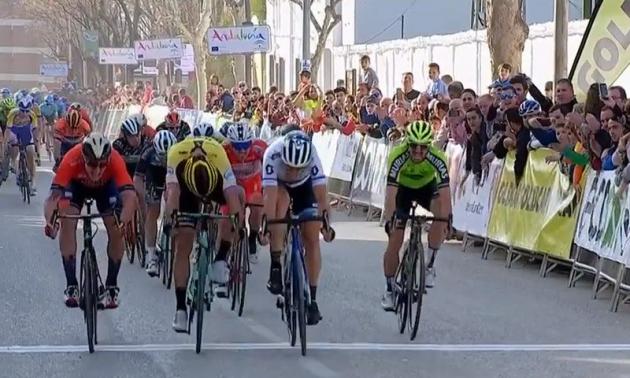 Matteo Trentin se llevó la etapa 'cordobesa' de la Vuelta Ciclista a Andalucía