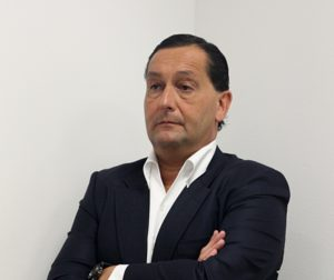 Alfredo García Amado escuchando a León