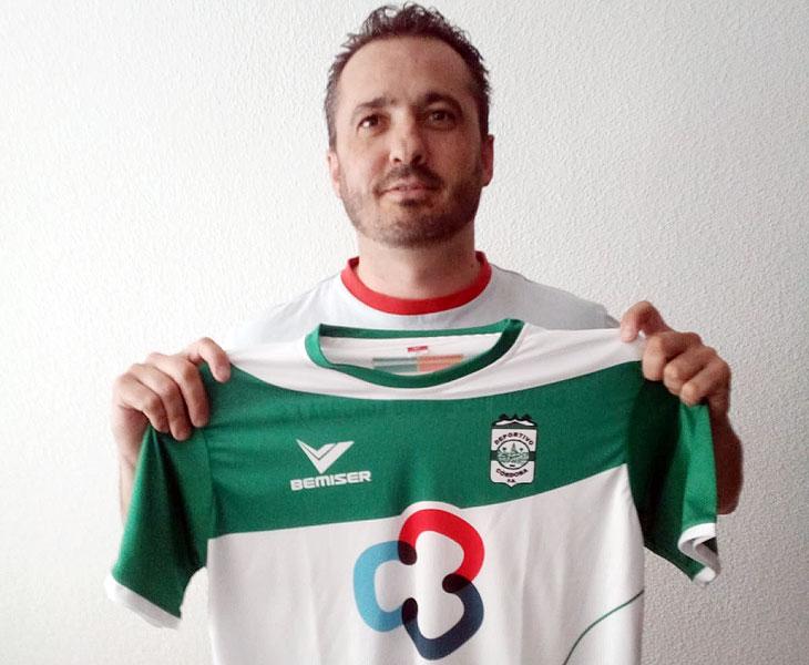 Juanma Cubero con la camiseta del Deportivo Córdoba Cajasur