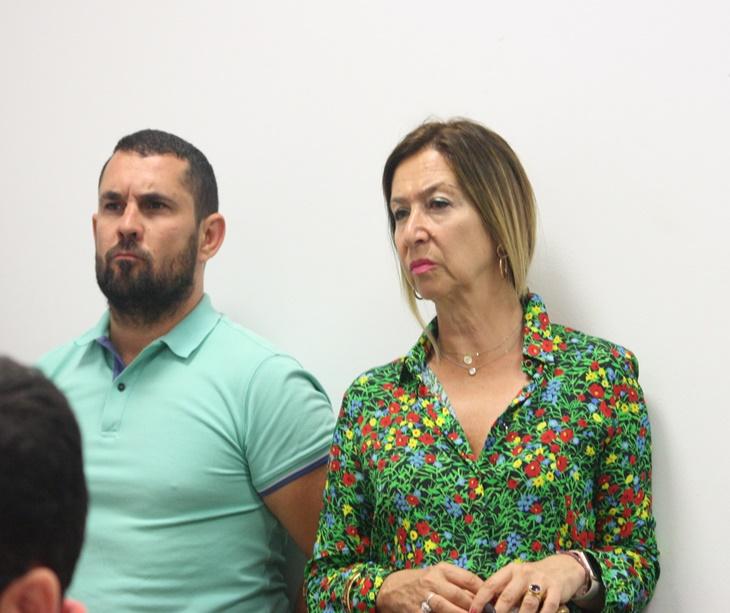 Magdalena Entrenas junto a Jorge Rodríguez de Cózar en su última aparición en la sala de prensa