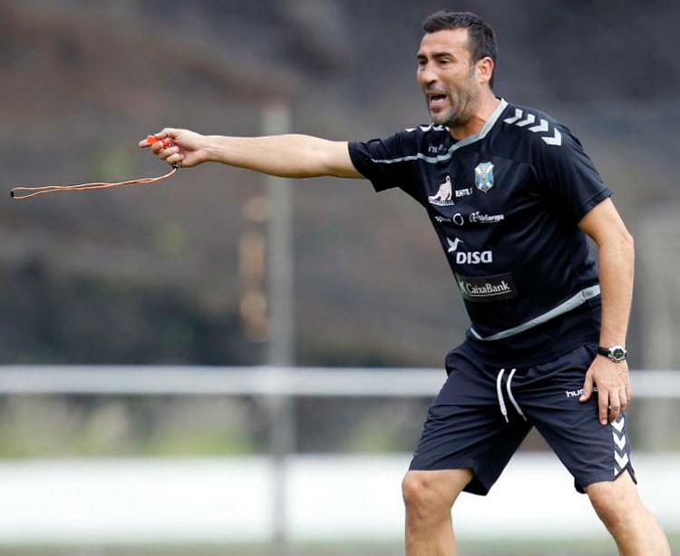 Raúl Agné en un entrenamiento con el Tenerife hace cuatro años