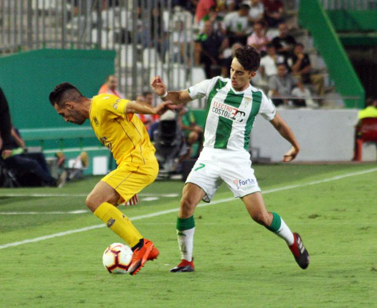 Álvaro Aguado en uno de los partidos de esta temporada