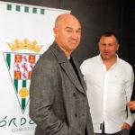 Rafa Berges mira a cámara acompañado de Javi Moreno y Gaspar