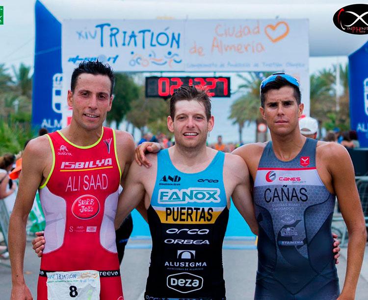 Camilo Puertas junto a sus rivales que le secundaron en el podio de Almería