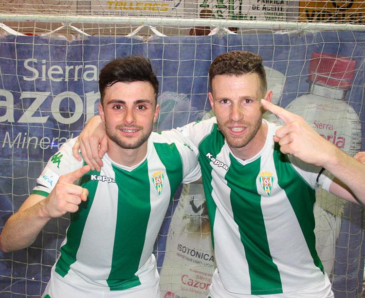 César, a la izquierda, puede ser inscrito como sub 23 por el Córdoba CF Futsal, mientras Cordero, a la derecha, es uno de los integrantes de la plantilla que debe armonizar entranamientos y trabajo