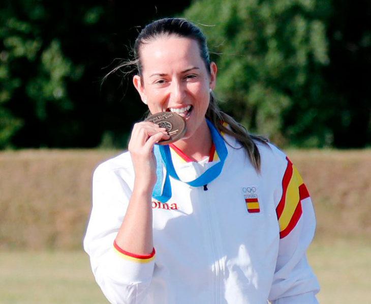 Fátima Gálvez mordiendo su bronce en Minsk