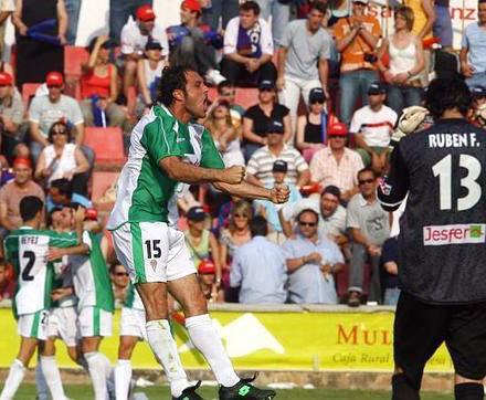 Una imagen del ascenso en Huesca, con Julio Pineda en primer término