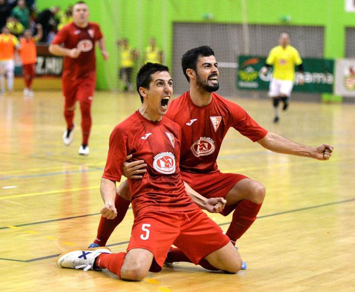 Javi Sánchez celebrando uno de los tantos para conseguir la liga en Hungría.