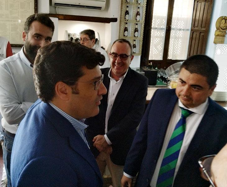 Jesús León y José García Román en los instantes previos a la comida de reconocimiento del Córdoba CF al Córdoba CF Futsal