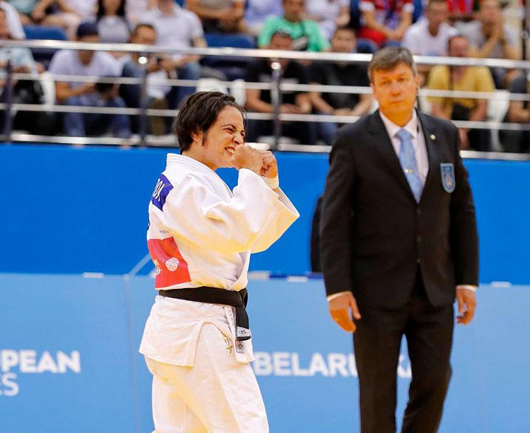 Julia Figueroa en el momento de su victoria ante la lusa Costa y su gesto tras saberse ganadora del bronce.