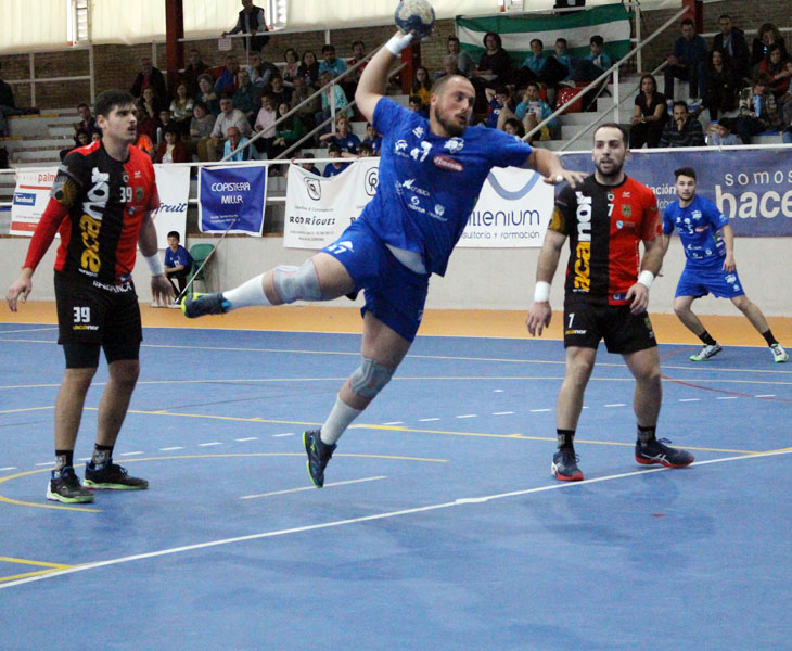 Julio Morgado goleando en seis metros