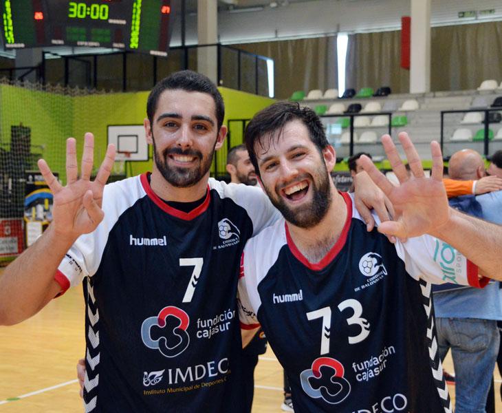 Nano y Aitor Gómez celebrando el ascenso granate en Vigo