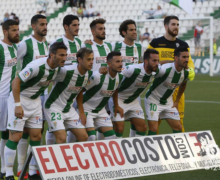 Unos de los últimos onces iniciales del Córdoba CF en la liga