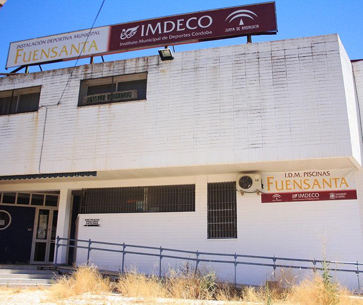 La imagen de abandono de las instalaciones de la piscina municipal de la Fuensanta